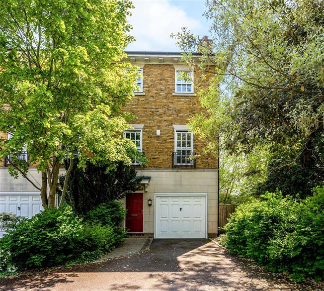 Offers in excess of £1,000,000, 4 Bedroom End of Terrace House For Sale in Oxford, OX2