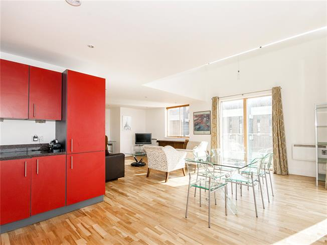 Guide Price £600,000, 2 Bedroom Flat For Sale in Oxford, OX1