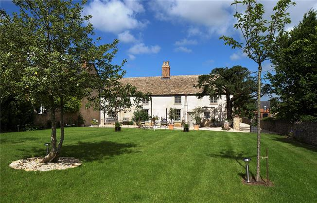 Offers in excess of £1,000,000, 4 Bedroom Detached House For Sale in Oxfordshire, OX5