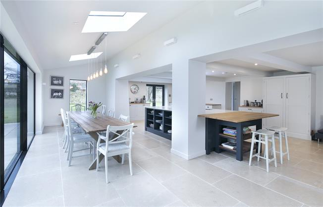 Guide Price £1,650,000, 6 Bedroom Detached House For Sale in Dry Sandford, OX13