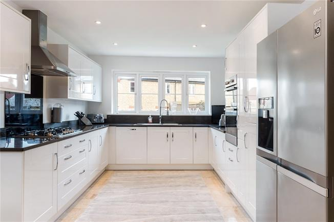 Offers in excess of £699,950, 6 Bedroom Detached House For Sale in Bicester, OX26