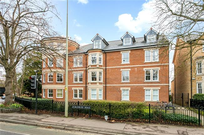 Guide Price £685,000, 3 Bedroom Flat For Sale in Oxford, Oxfordshire, OX2
