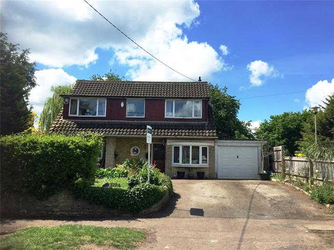 Guide Price £550,000, 3 Bedroom Detached House For Sale in Chesterton, OX26