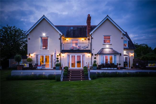 Offers in excess of £1,395,000, 5 Bedroom Detached House For Sale in Wallingford, Oxfordshire, OX10