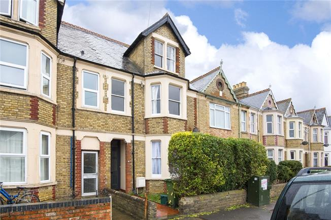 Guide Price £775,000, 6 Bedroom Terraced House For Sale in Oxford, OX4