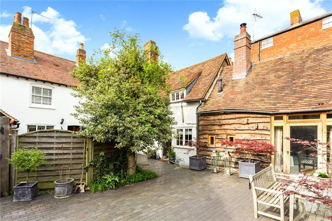 Guide Price £1,150,000, 4 Bedroom Terraced House For Sale in Thame, OX9