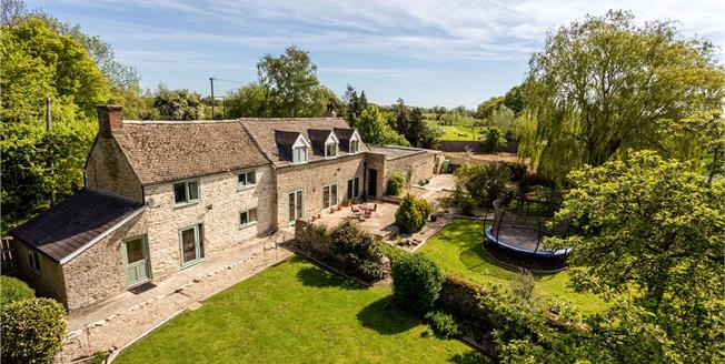 Guide Price £650,000, 4 Bedroom Detached House For Sale in Weston-on-the-Green, OX25