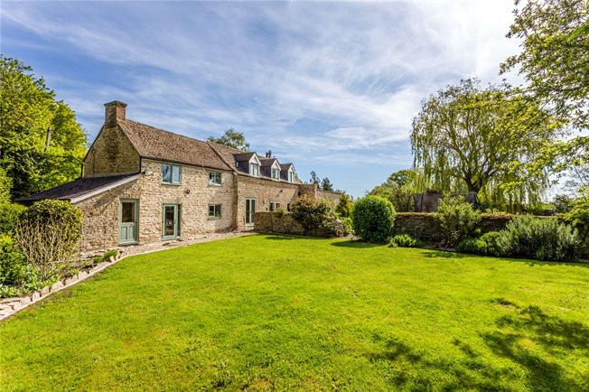 Offers in excess of £595,000, 4 Bedroom Detached House For Sale in Oxfordshire, OX25