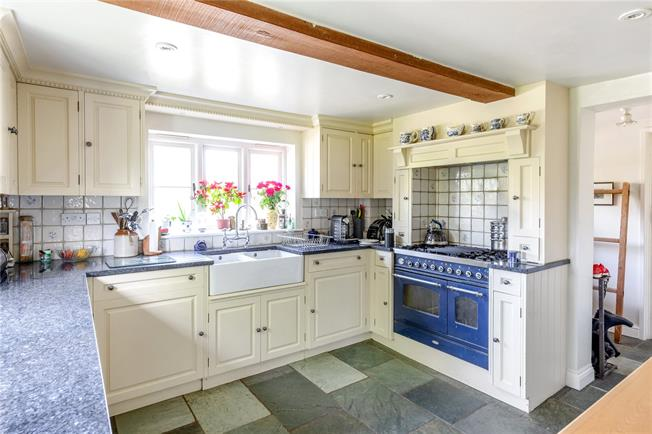 Guide Price £795,000, 5 Bedroom Detached House For Sale in Northmoor, OX29