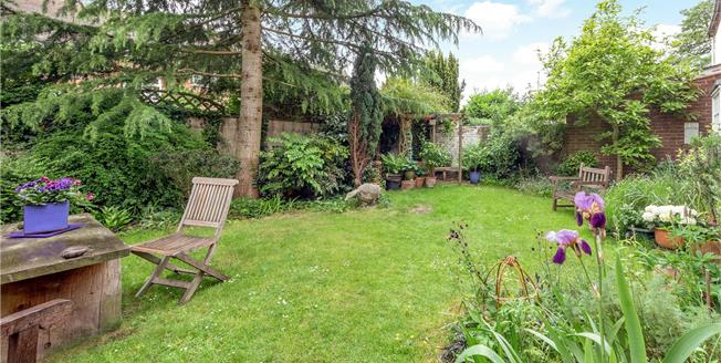 Guide Price £750,000, 5 Bedroom Terraced House For Sale in Brill, HP18