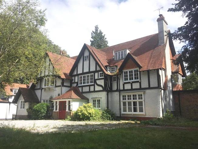 Guide Price £1,900,000, 8 Bedroom Detached House For Sale in Boars Hill, OX1