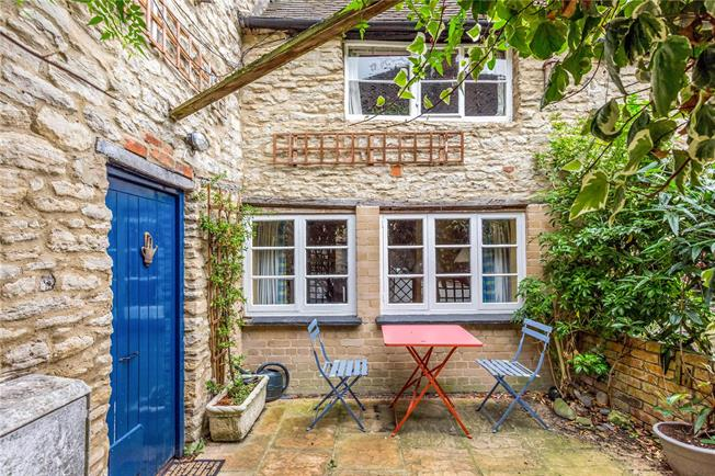 Guide Price £550,000, 4 Bedroom Terraced House For Sale in Witney, OX28