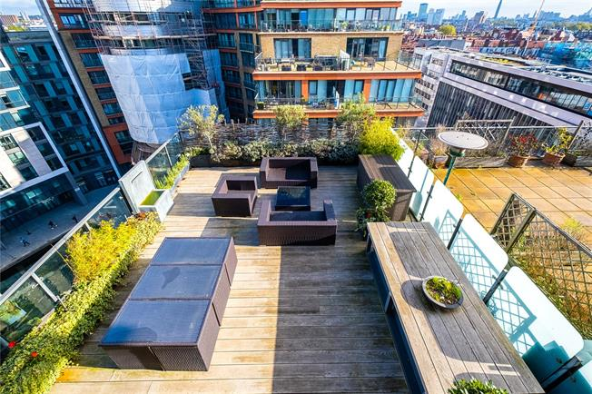 Asking Price £2,100,000, 2 Bedroom Flat For Sale in London, W2