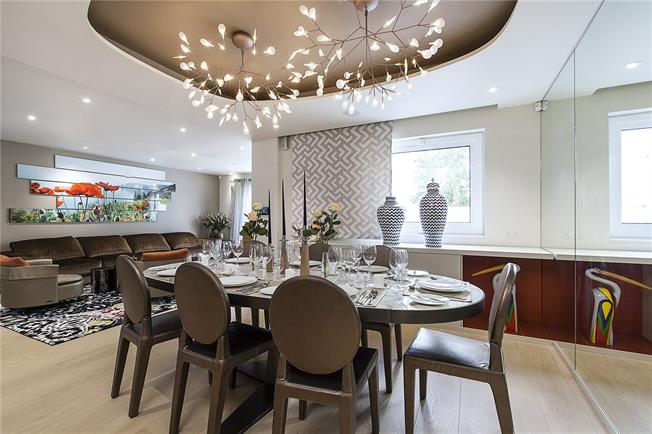 Guide Price £2,630,000, 3 Bedroom Flat For Sale in London, W2