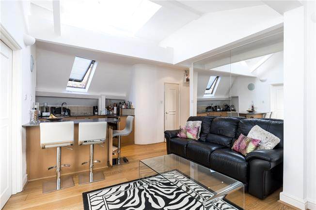 Asking Price £799,999, 2 Bedroom Flat For Sale in London, W2