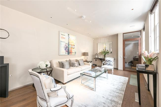Asking Price £2,000,000, 3 Bedroom Mews House For Sale in London, W2