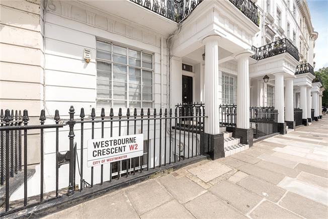 Guide Price £799,950, 2 Bedroom Flat For Sale in London, W2