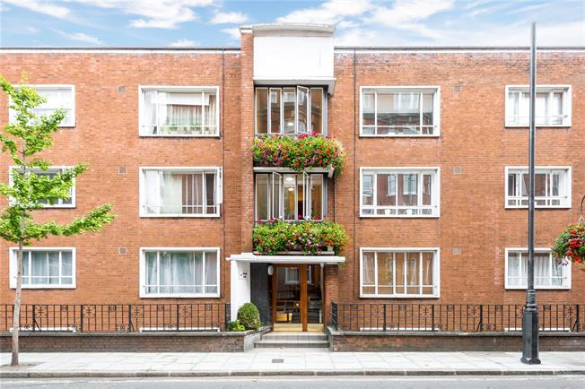 Asking Price £1,050,000, 2 Bedroom Flat For Sale in London, W1H
