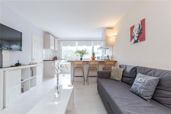 Asking Price £600,000, 2 Bedroom Flat For Sale in London, W2