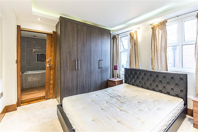 Asking Price £675,000, 2 Bedroom Flat For Sale in London, W2