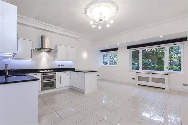 Asking Price £975,000, 3 Bedroom Flat For Sale in London, W2
