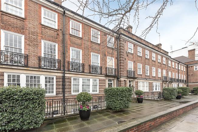 Asking Price £1,600,000, 3 Bedroom Flat For Sale in London, W2