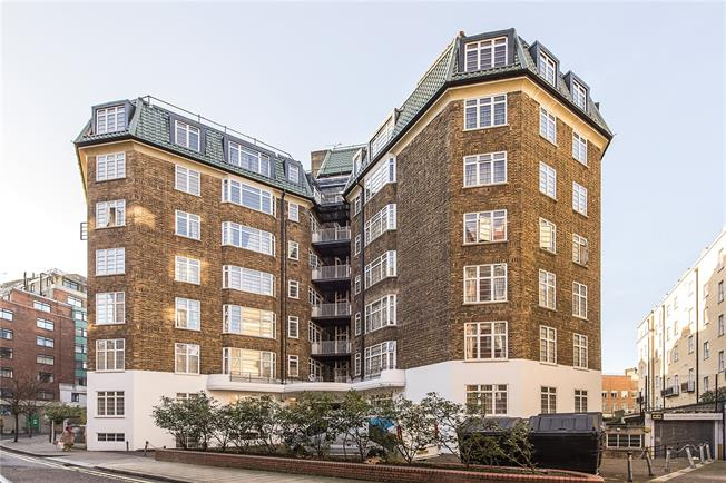 Guide Price £150,000, 2 Bedroom Flat For Sale in London, W1H