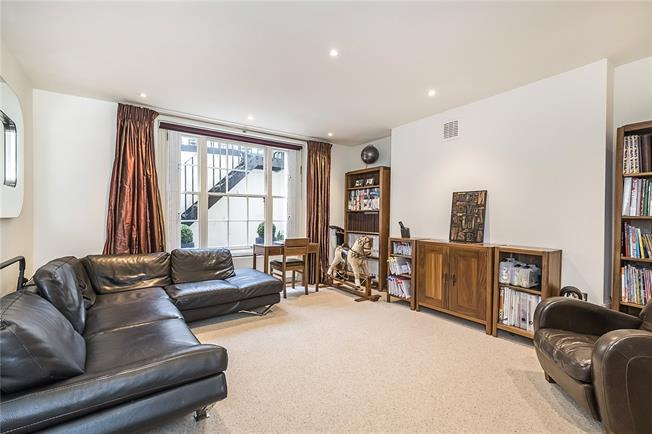 Asking Price £995,000, 2 Bedroom Flat For Sale in London, W2