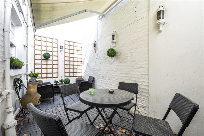 Asking Price £795,000, 1 Bedroom Flat For Sale in London, W2