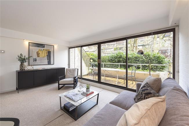 Asking Price £900,000, 2 Bedroom Flat For Sale in London, W2