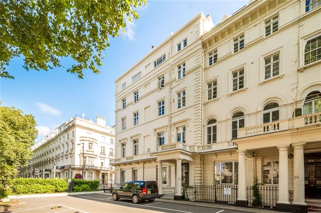 Guide Price £475,000, 1 Bedroom Flat For Sale in London, W2