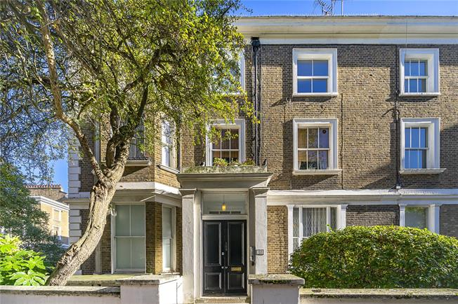 Asking Price £765,000, 2 Bedroom Flat For Sale in London, W2