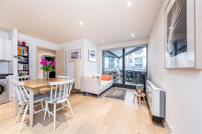 Asking Price £525,000, 2 Bedroom Flat For Sale in London, W2