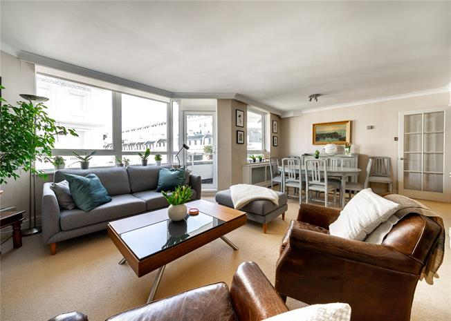 Asking Price £2,000,000, 3 Bedroom Flat For Sale in London, W2