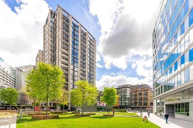 Asking Price £1,390,000, 2 Bedroom Flat For Sale in London, W2