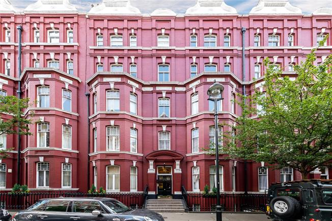 Asking Price £625,000, 2 Bedroom Flat For Sale in London, NW1