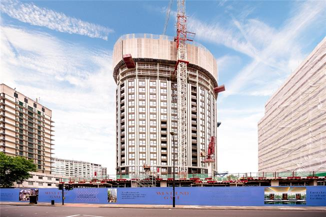 Asking Price £900,000, 1 Bedroom Flat For Sale in London, W2