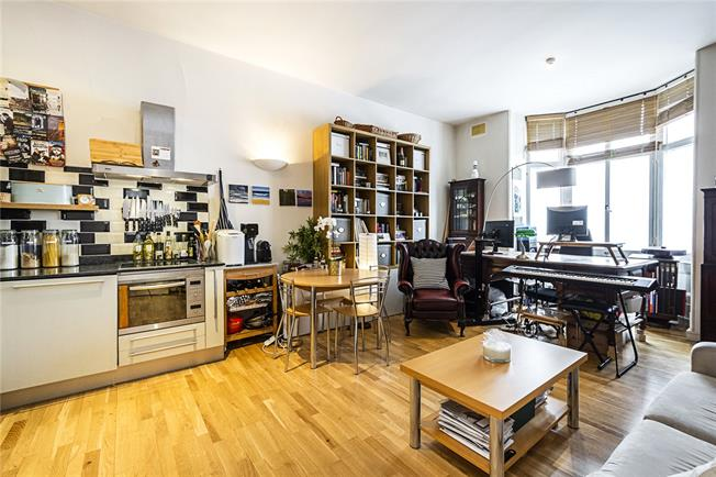 Asking Price £650,000, 1 Bedroom Flat For Sale in London, W2