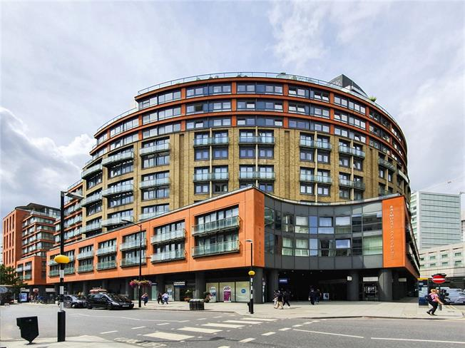 Asking Price £830,000, 1 Bedroom Flat For Sale in London, W2