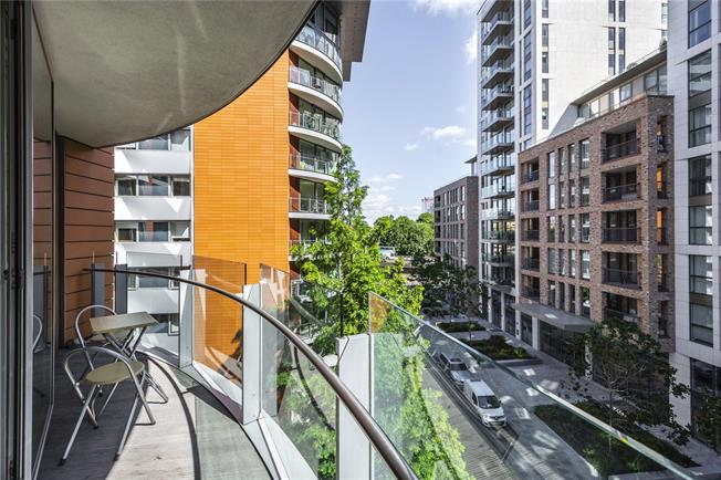 Asking Price £1,140,000, 2 Bedroom Flat For Sale in London, W2