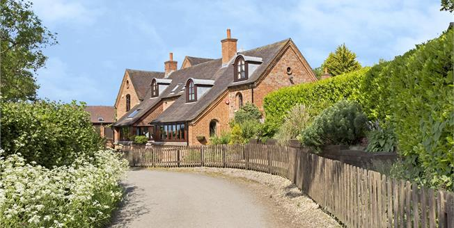 Asking Price £565,000, 4 Bedroom Town House For Sale in Upton St. Leonards, GL4