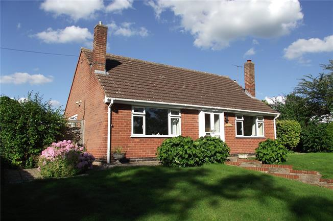 Asking Price £380,000, 2 Bedroom Bungalow For Sale in Upton St. Leonards, GL4