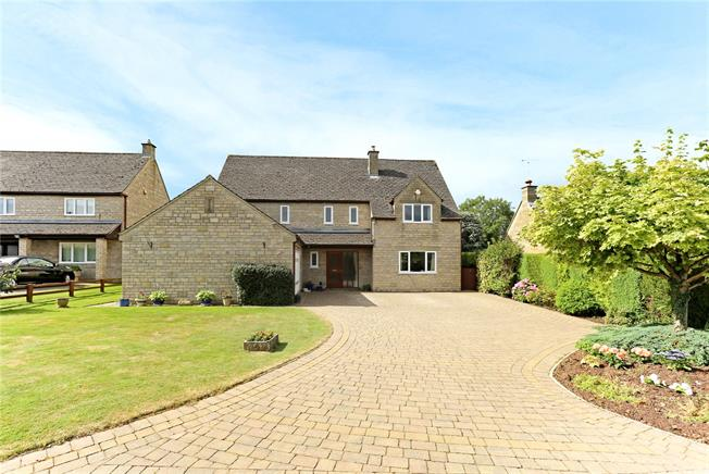 Asking Price £550,000, 4 Bedroom Detached House For Sale in Brookthorpe, GL4