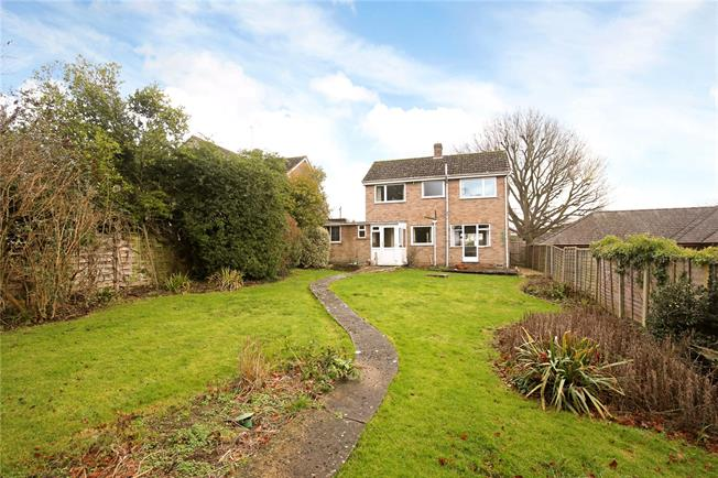 Asking Price £399,995, 3 Bedroom Detached House For Sale in Upton St. Leonards, GL4