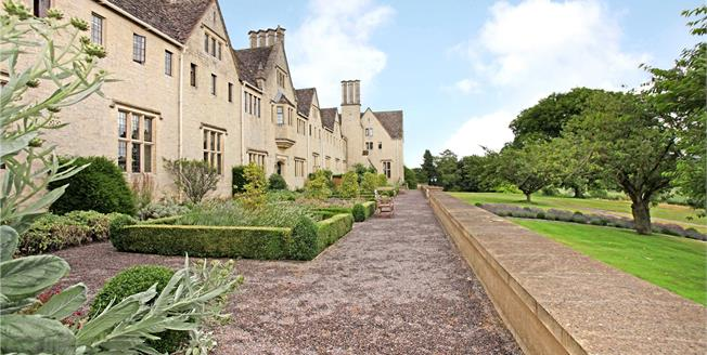 Asking Price £450,000, 2 Bedroom Flat For Sale in Stroud, Gloucestershire, GL6