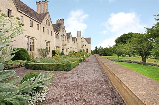 Asking Price £450,000, 2 Bedroom Flat For Sale in Painswick, GL6