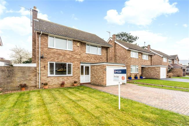 Guide Price £400,000, 3 Bedroom Detached House For Sale in Gloucester, Gloucestershi, GL4