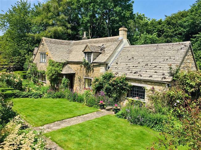Asking Price £825,000, 3 Bedroom Detached House For Sale in Bisley, GL6