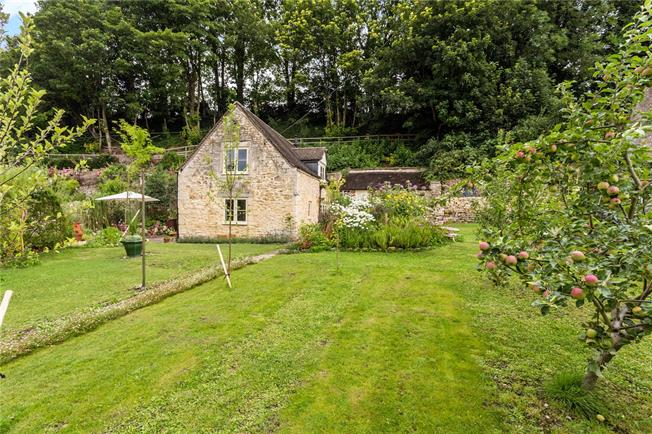 Asking Price £400,000, 2 Bedroom Detached House For Sale in Painswick, GL6