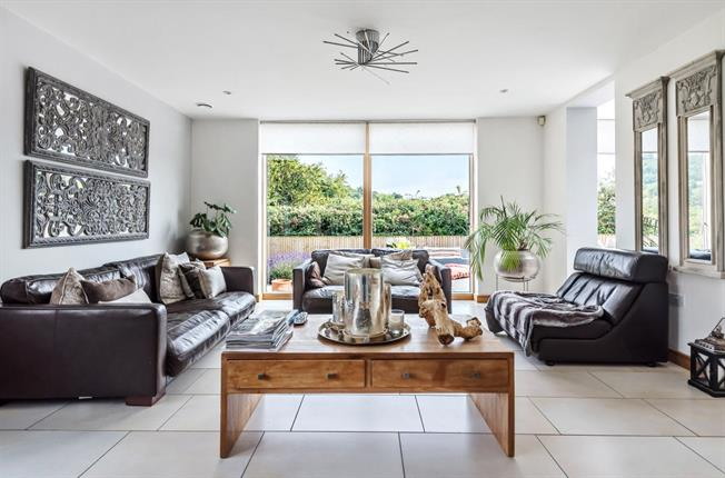 Asking Price £975,000, 4 Bedroom Detached House For Sale in Painswick, GL6